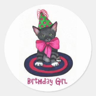 ピンクの弓が付いている子猫: 誕生日の女の子: 色の鉛筆 ラウンドシール