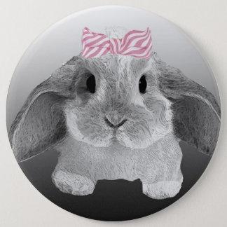 ピンクの弓が付いている愛らしく小さいバニー 缶バッジ