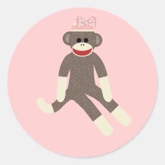 ピンクの弓ステッカーを持つ猿の女の子を強打して下さい ラウンドシール