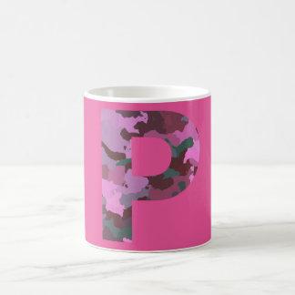 ピンクの手紙Pの迷彩柄 コーヒーマグカップ