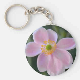 ピンクの日本のアネモネの花 キーホルダー