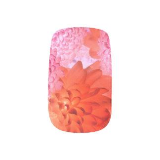 ピンクの明るい花のネイル ネイルアート