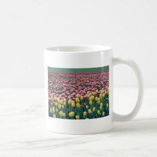ピンクの春のブレンドの花 コーヒーマグカップ