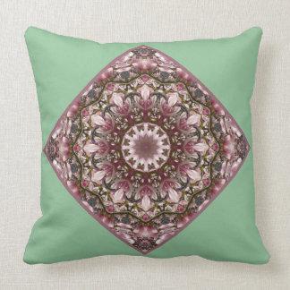 ピンクの春は2.5.5.5の自然の曼荼羅活気付きます クッション