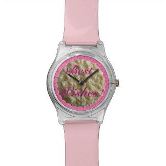 ピンクの最高のな願いの白はウエディングケーキの腕時計を曇らしました 腕時計