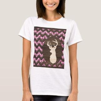 ピンクの木製のシェブロンのシカの木びき台 Tシャツ