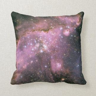 ピンクの枕が付いている若い星 クッション
