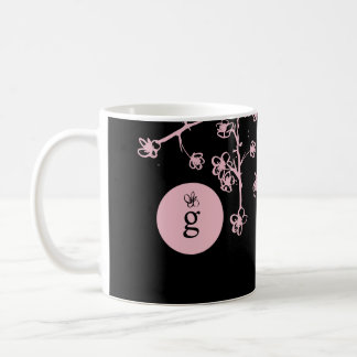 ピンクの桜が付いているモノグラム コーヒーマグカップ