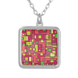 ピンクの正方形背景 シルバープレートネックレス