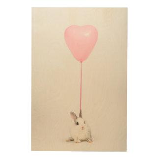 ピンクの気球が付いているウサギ ウッドウォールアート