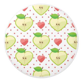 ピンクの水玉模様およびハートが付いているハートのりんご セラミックノブ