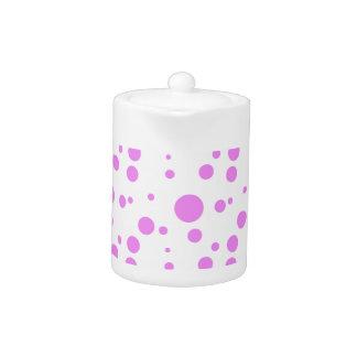 ピンクの水玉模様のデザインのティーポット