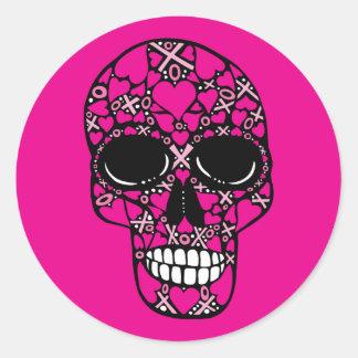 ピンクの永久にXOXOの-スカルのステッカー ラウンドシール
