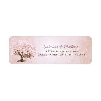 ピンクの淡い色のなミズキのハートの葉の単に木 ラベル