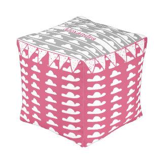 ピンクの灰色の雲のヴィンテージのモダンパターンを個人化して下さい プーフ