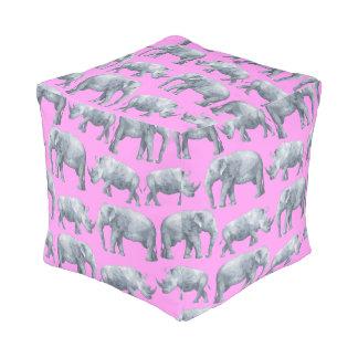 ピンクの灰色象およびサイの水彩画パターン プーフ