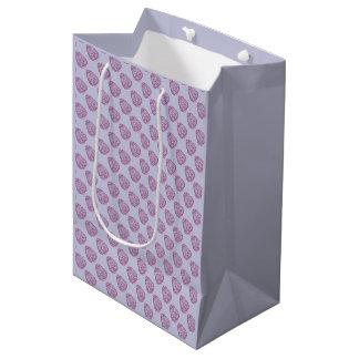 ピンクの点が付いている紫色のイースターエッグ ミディアムペーパーバッグ