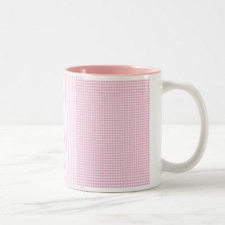 「ピンクの点検およびストライプ ツートーンマグカップ