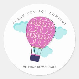 ピンクの熱気の気球のベビーシャワーは感謝していしています ラウンドシール