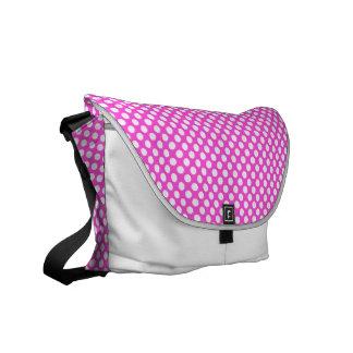 ピンクの白い水玉模様-メッセンジャーバッグ メッセンジャーバッグ