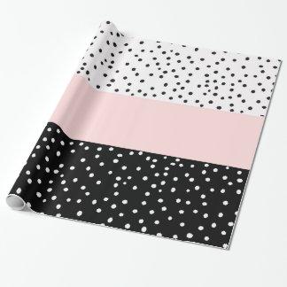 ピンクの白く黒い水彩画の水玉模様 ラッピングペーパー