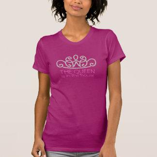 ピンクの真珠の独占的で粋なデザイナーTの王冠 Tシャツ