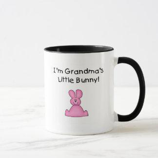 ピンクの祖母の少しバニーのTシャツおよびギフト マグカップ