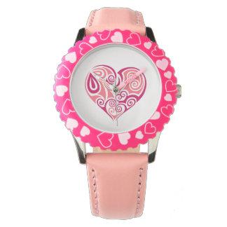 ピンクの種族の入れ墨のハートの記号ガーリーな愛芸術 腕時計