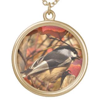 ピンクの紅葉のかわいらしい《鳥》アメリカゴガラの鳥 ゴールドプレートネックレス