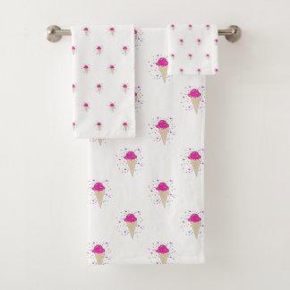 ピンクの紙吹雪のアイスクリームコーンパターン バスタオルセット