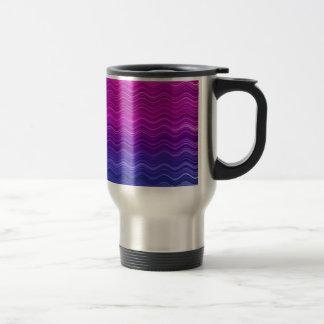 ピンクの紫色の青くグラデーションな波パターン トラベルマグ