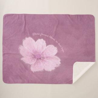 ピンクの背景のピンクの宇宙の花 シェルパブランケット