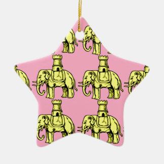 ピンクの背景の黄色い象 セラミックオーナメント