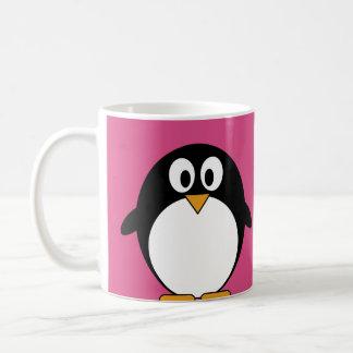 ピンクの背景を持つかわいい漫画のペンギン コーヒーマグカップ