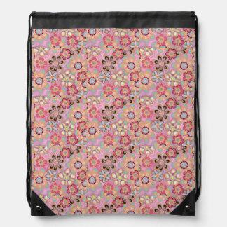 ピンクの花のドローストリングのバックパック ナップサック