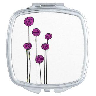 ピンクの花の化粧品の鏡