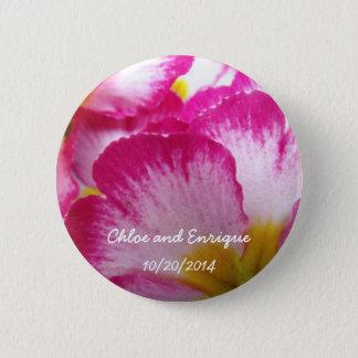 ピンクの花の名前入りな結婚式の好意ボタン 5.7CM 丸型バッジ