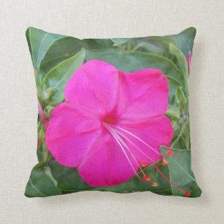 ピンクの花の自然の枕によっては装飾の織物が家へ帰ります クッション