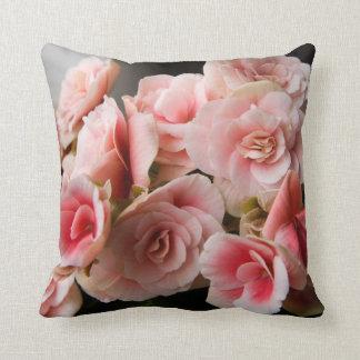 ピンクの花の装飾用クッション クッション