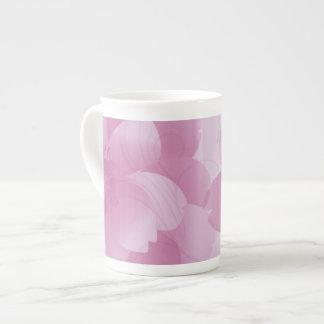 ピンクの花びらの骨灰磁器のマグ ボーンチャイナカップ