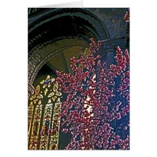 ピンクの花を持つ教会インテリア(1) カード