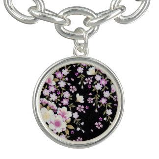 ピンクの花を滝のように落とすFalln ブレス
