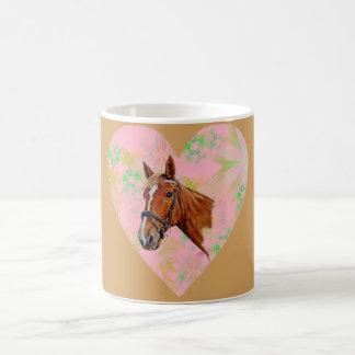 ピンクの花愛ハートの形の中の馬頭部 コーヒーマグカップ
