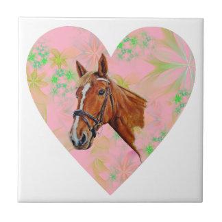 ピンクの花愛ハートの形の中の馬頭部 タイル