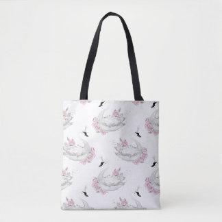 ピンクの花模様を持つ粋で白い白鳥 トートバッグ