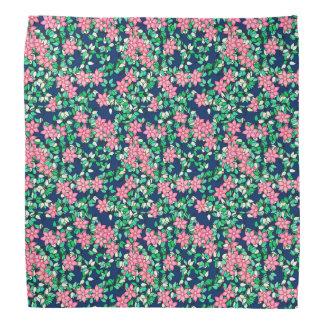 ピンクの花、濃紺の背景 バンダナ
