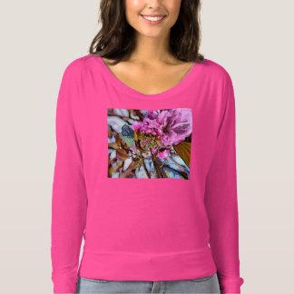 ピンクの花 Tシャツ