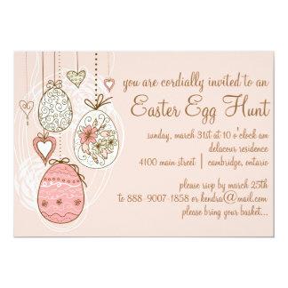 ピンクの華美なイースターエッグのイースターエッグの狩りの招待状 カード