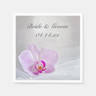 ピンクの蘭および白い花嫁のベールの結婚式 スタンダードカクテルナプキン
