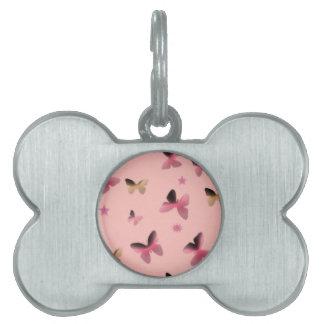 ピンクの蝶のダンス ペットネームタグ